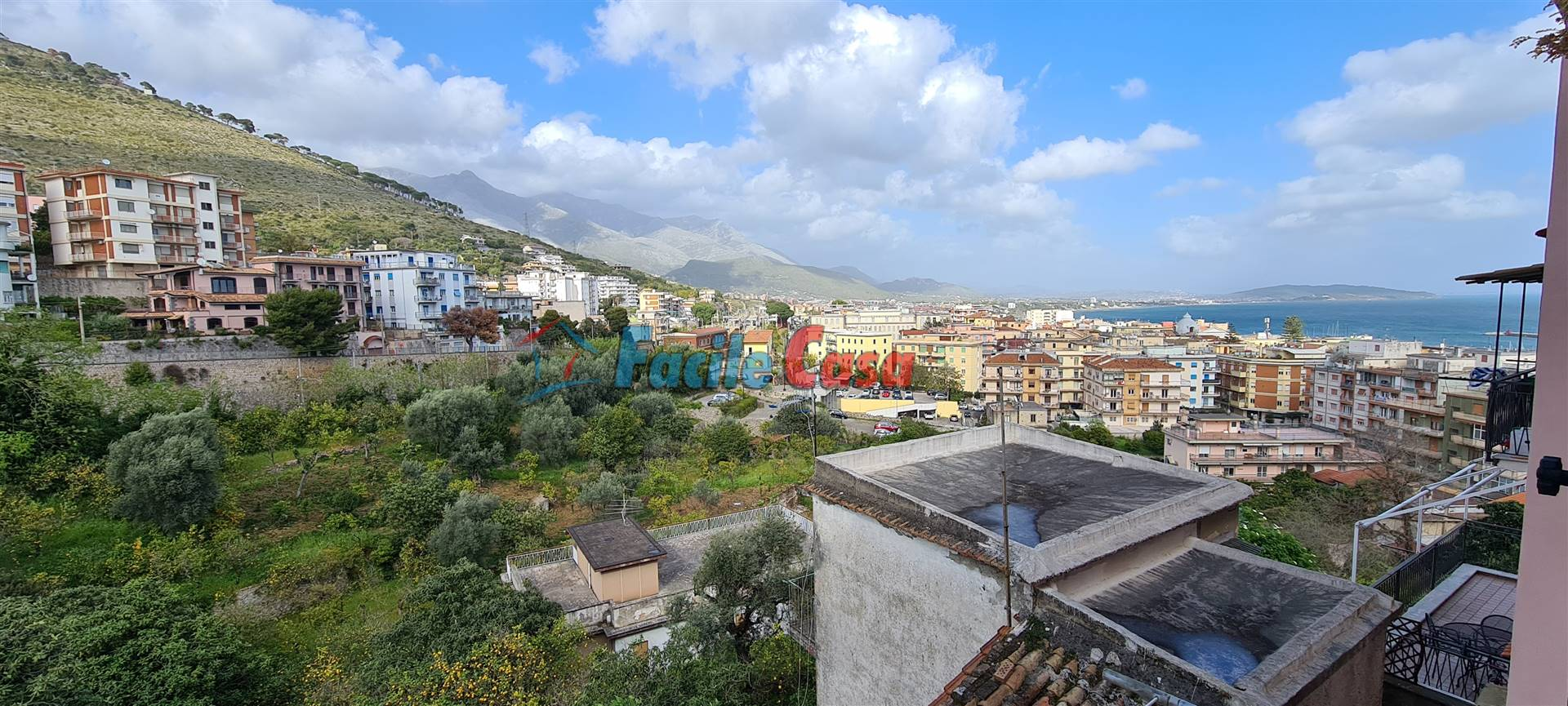 FORMIA, Apartment for sale of 70 Sq. mt., Good condition, Heating Individual heating system, Energetic class: G, placed at 2° on 3, composed by: 3