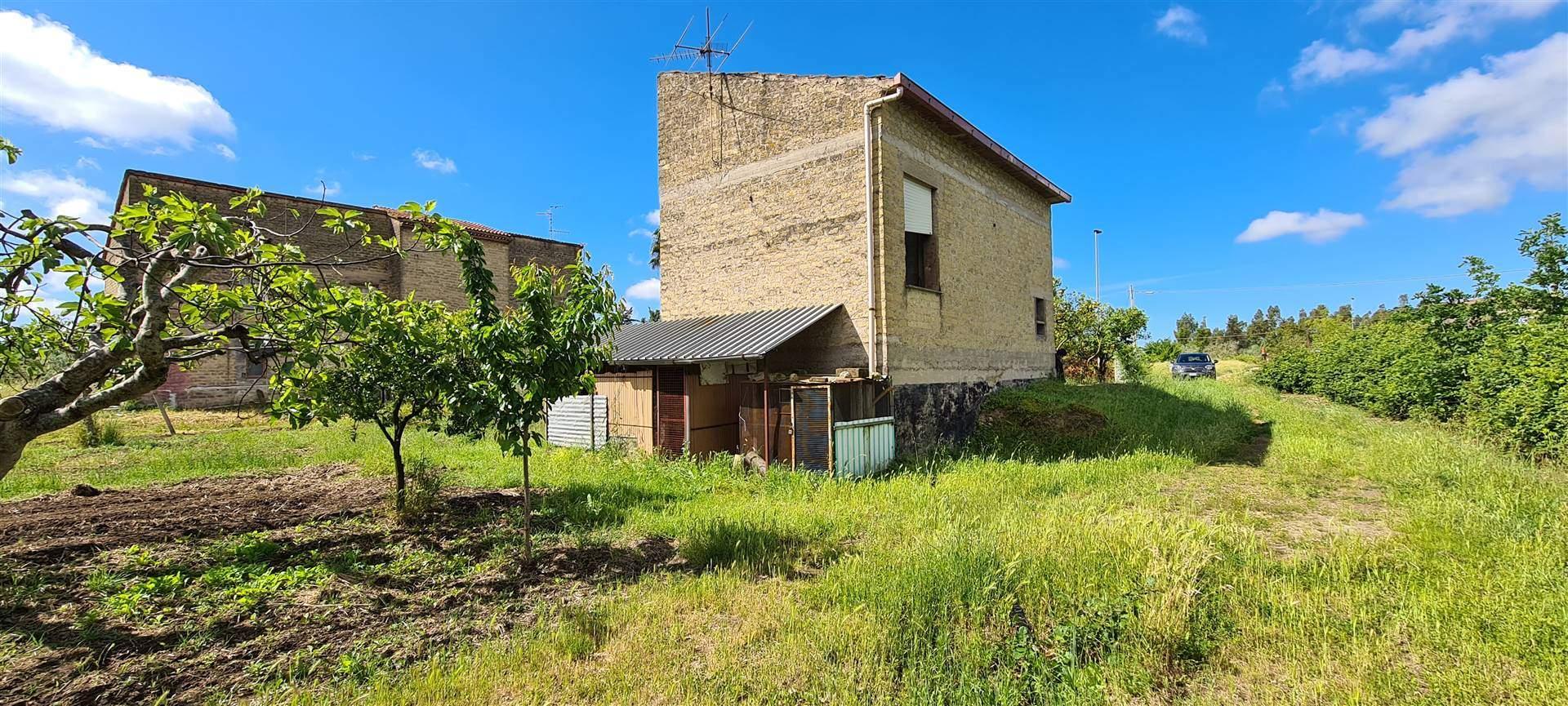 SANTI COSMA E DAMIANO, Небольшая вилла на продажу из 30 Км, Класс энергосбережения: G, состоит из: 2 Помещения, Кухонька, , 1 Комнаты, 1 Ванные,