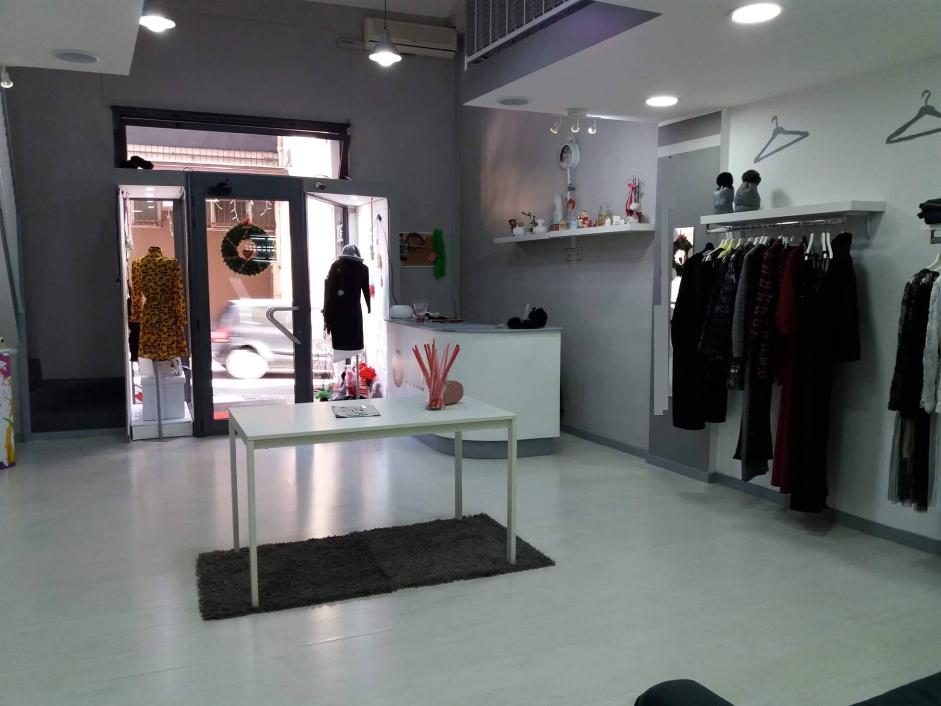 FORMIA, Shop for rent of 75 Sq. mt., Good condition, Energetic class: G, placed at Ground on 3, composed by: 2 Rooms, 2 Bathrooms, Price: € 650
