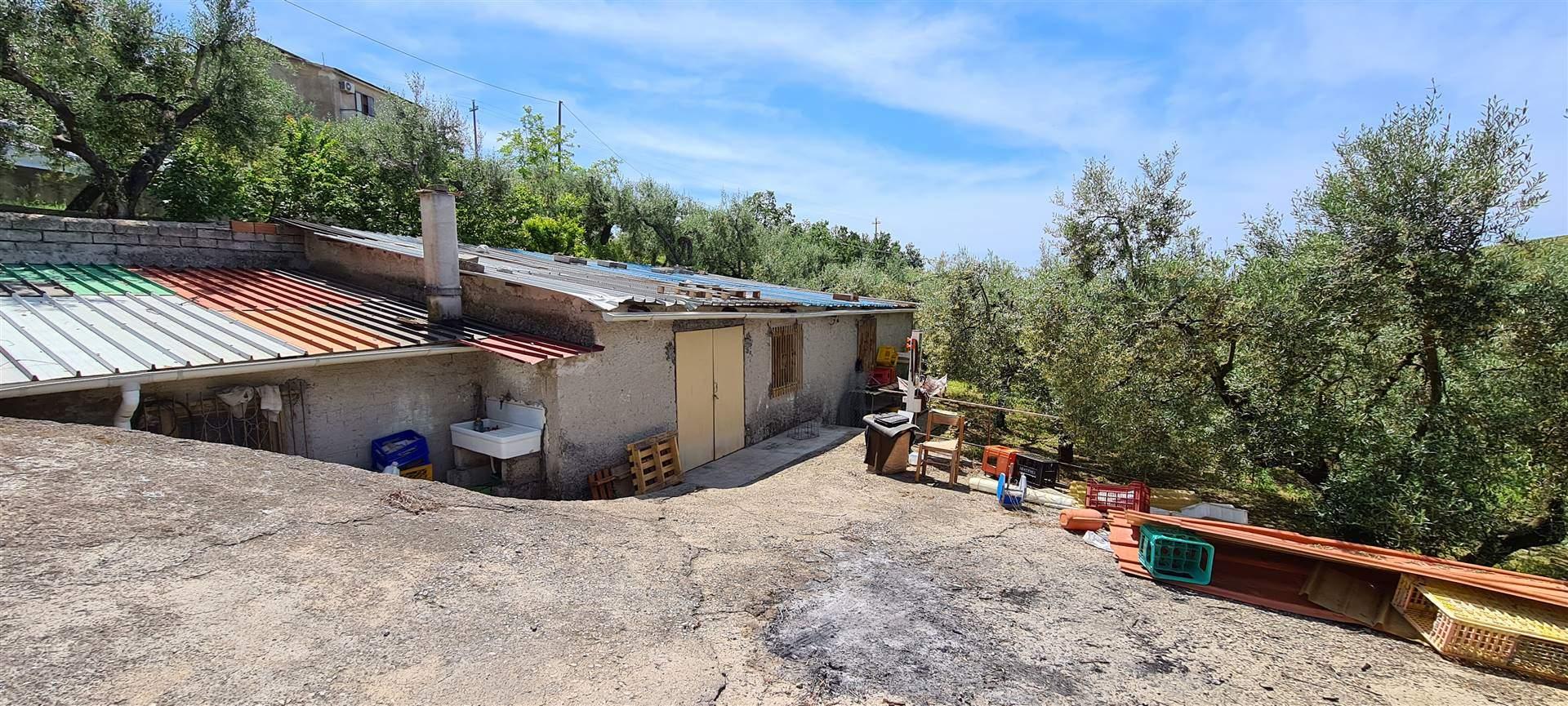 TRIVIO, FORMIA, Вилла на продажу из 131 Км, Класс энергосбережения: G, на земле Поднятый, состоит из: 4.5 Помещения, Отдельная кухня, , 3 Комнаты, 2