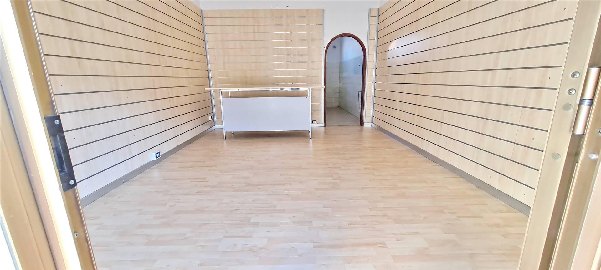 FORMIA, Магазин на продажу, Xорошо, Класс энергосбережения: G, состоит из: 1 Помещения, 1 Ванные, Цена: € 33 000