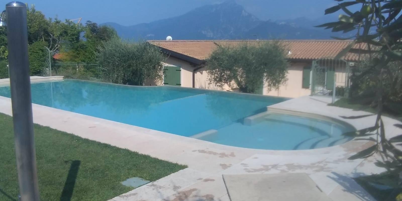Villa a Schiera in vendita a Torri del Benaco, 4 locali, zona Località: ALBISANO, prezzo € 295.000 | CambioCasa.it