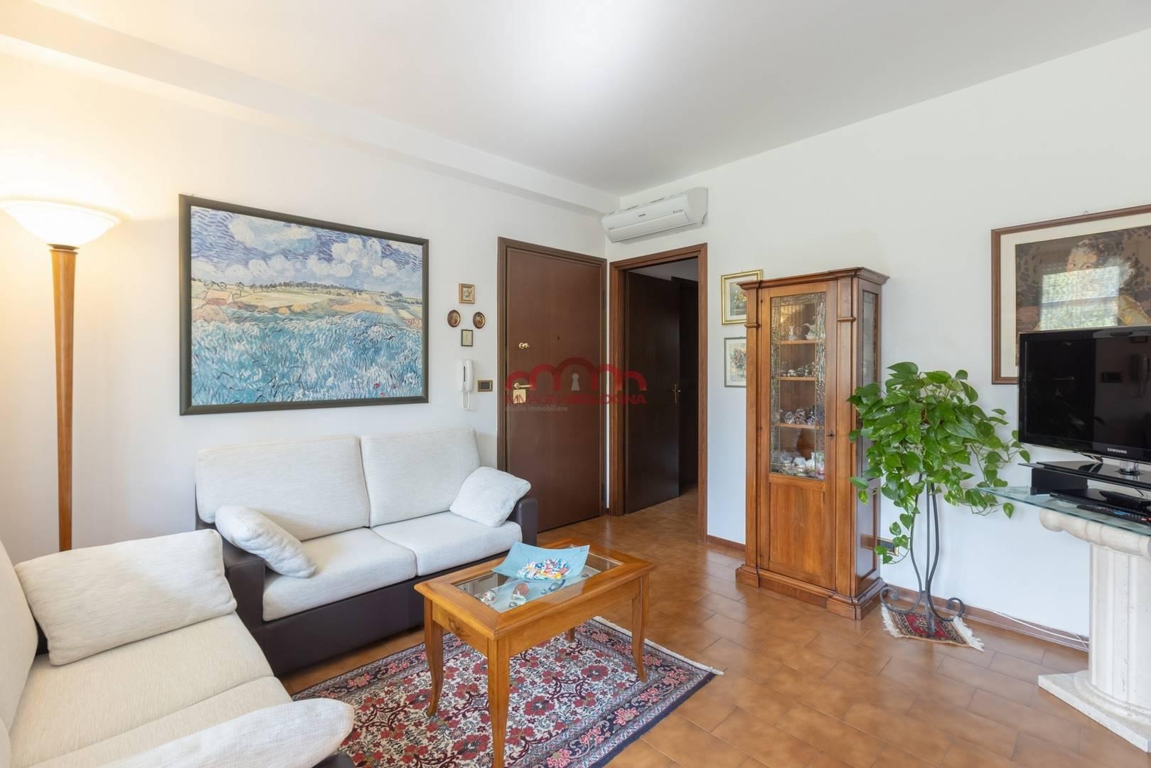 Appartamento in vendita a Casalecchio di Reno, 4 locali, prezzo € 176.000 | CambioCasa.it