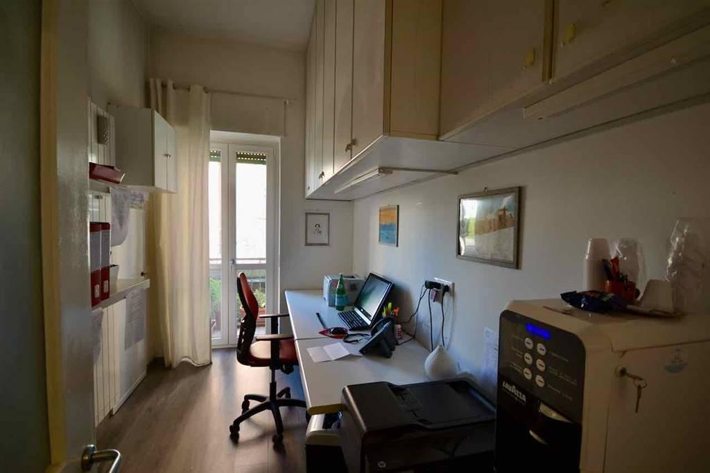 Ufficio / Studio in affitto a Bergamo, 3 locali, zona Zona: Centrale, prezzo € 700 | CambioCasa.it