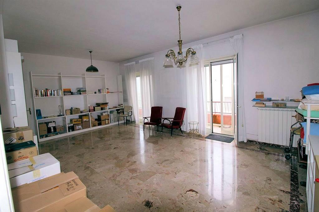 VIA RISORGIMENTO, RAGUSA, Wohnung zu verkaufen von 140 Qm, Bewohnbar, Heizung Unabhaengig, Energie-klasse: F, Epi: 157,55 kwh/m2 jahr, am boden 5°,
