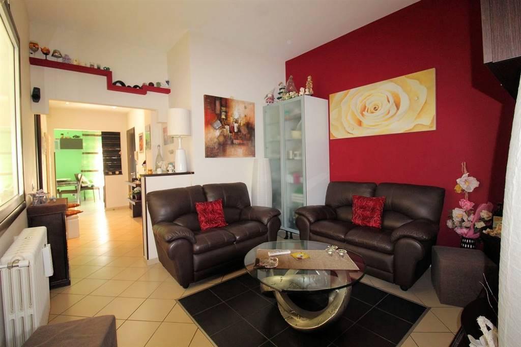 ARCHIMEDE, RAGUSA, Wohnung zu verkaufen von 80 Qm, Renoviert, Heizung Unabhaengig, Energie-klasse: F, Epi: 222,55 kwh/m2 jahr, am boden 2°,