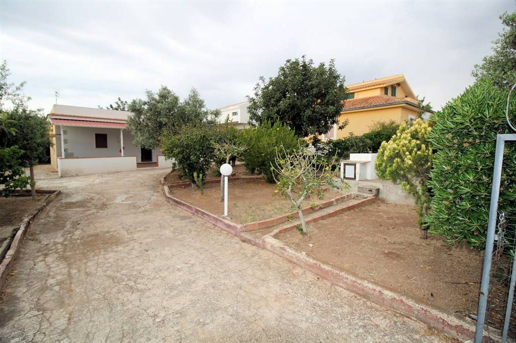 CASUZZE, SANTA CROCE CAMERINA, Villa for sale of 70 Sq. mt., Habitable, Energetic class: G, Epi: 240,83 kwh/m2 year, placed at Ground, composed by: 4