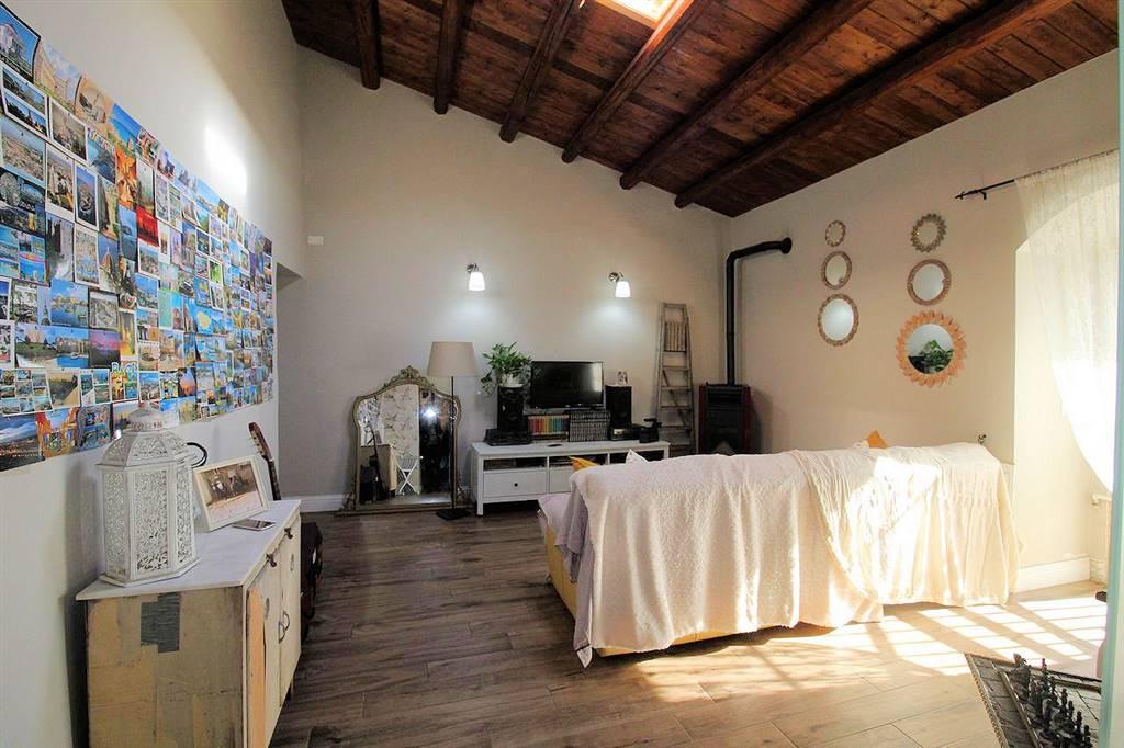 Vendesi villa singola semi nuova con ampio spazio esterno tra verande e giardino di circa 1300 Mq, di circa 110 Mq interni, c/da Puntarazzi, composta