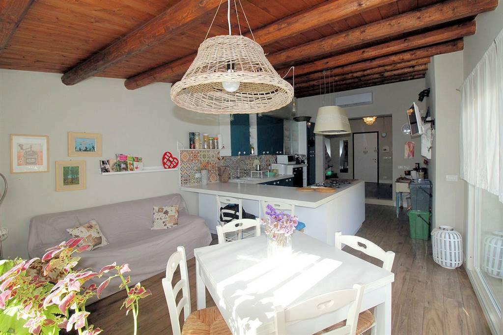 PERIFERIA URBANA, RAGUSA, Villa zu verkaufen von 110 Qm, Halbneu, Energie-klasse: G, Epi: 216,9 kwh/m2 jahr, am boden Land, zusammengestellt von: 3