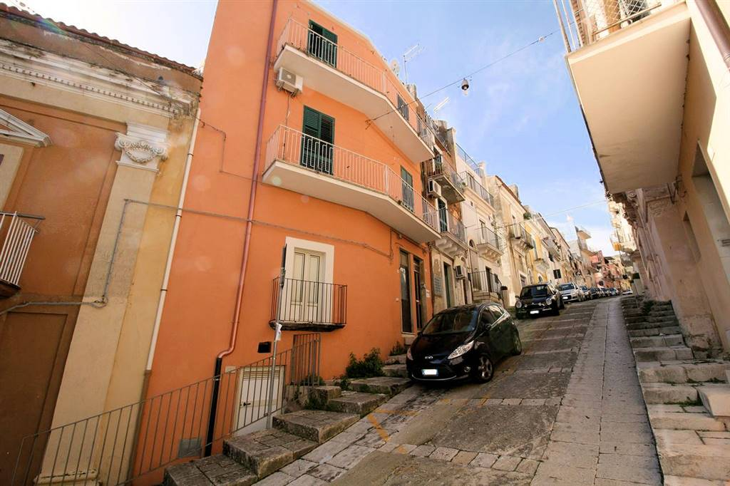 CENTRO, RAGUSA, Detached house for sale of 180 Sq. mt., Good condition, Energetic class: G, Epi: 275,15 kwh/m2 year, placed at Basement on 2,
