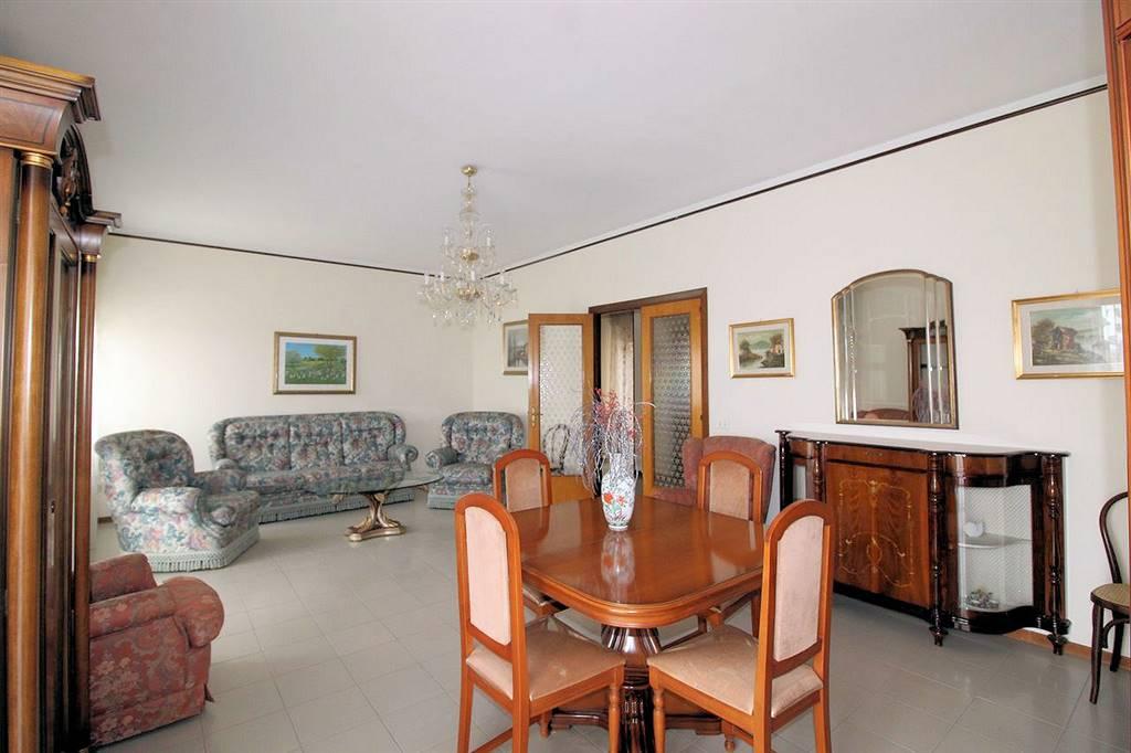 Vendesi appartamento al quinto piano luminoso e panoramico, di 160 Mq calpestabili, in via Ing. Migliorisi (vicino l'ex Ospedale Civile), composto da