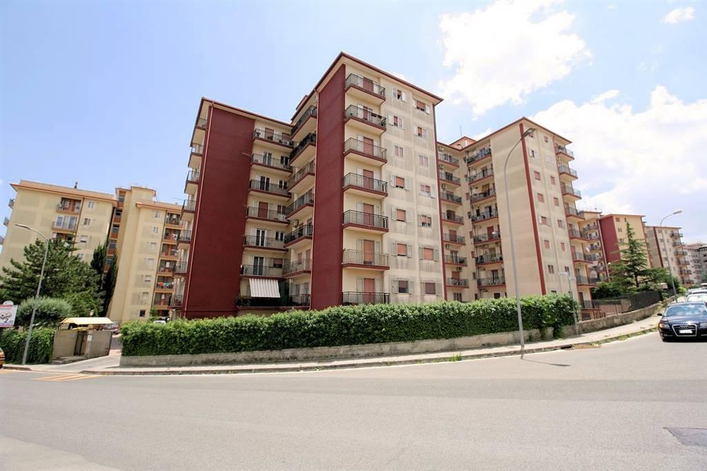 RAGUSA, Wohnung zu verkaufen von 90 Qm, Gutem, Heizung Unabhaengig, Energie-klasse: D, Epi: 99,07 kwh/m2 jahr, am boden 5°, zusammengestellt von: 5
