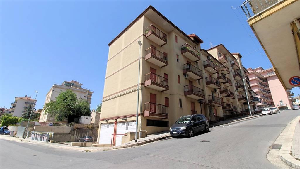 ARCHIMEDE, RAGUSA, Wohnung zu verkaufen von 100 Qm, Bewohnbar, Heizung Unabhaengig, am boden 2°, zusammengestellt von: 4.5 Raume, Separate Küche, , 3
