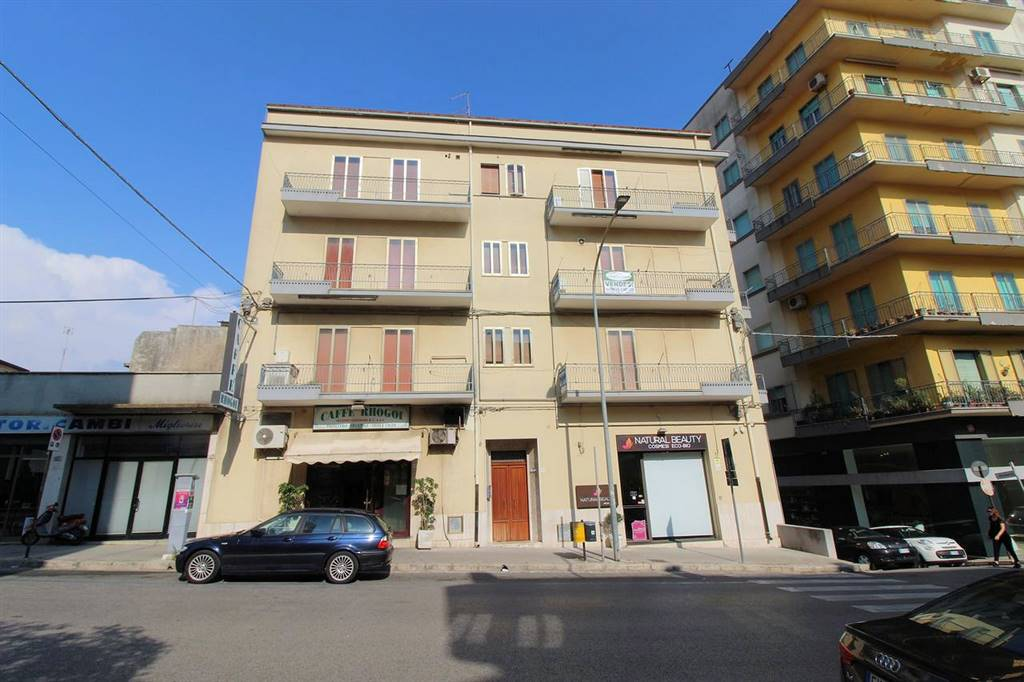 ARCHIMEDE, RAGUSA, Apartment for sale of 135 Sq. mt., Habitable, Energetic class: F, Epi: 205,88 kwh/m2 year, placed at 2° on 3, composed by: 7.5