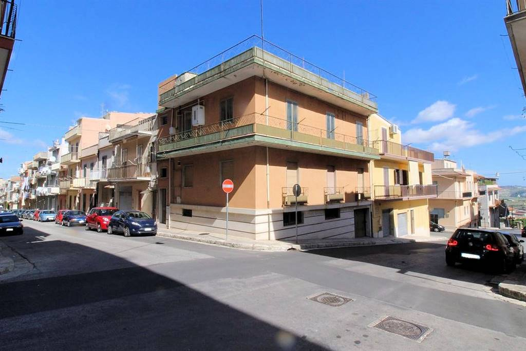 POMPIERI, RAGUSA, Detached house for sale of 440 Sq. mt., Be restored, Heating Individual heating system, Energetic class: G, Epi: 231,37 kwh/m2 year,