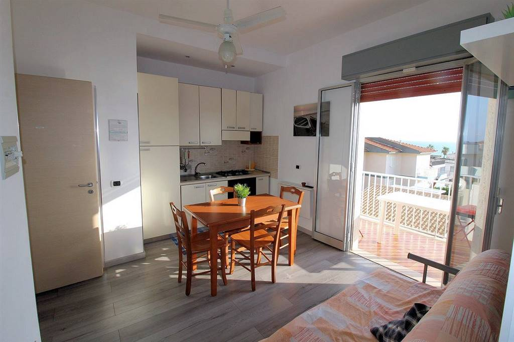 MARINA DI RAGUSA, RAGUSA, Apartment for sale of 95 Sq. mt., Restored, Heating Non-existent, Energetic class: E, Epi: 306,26 kwh/m2 year, placed at 2°