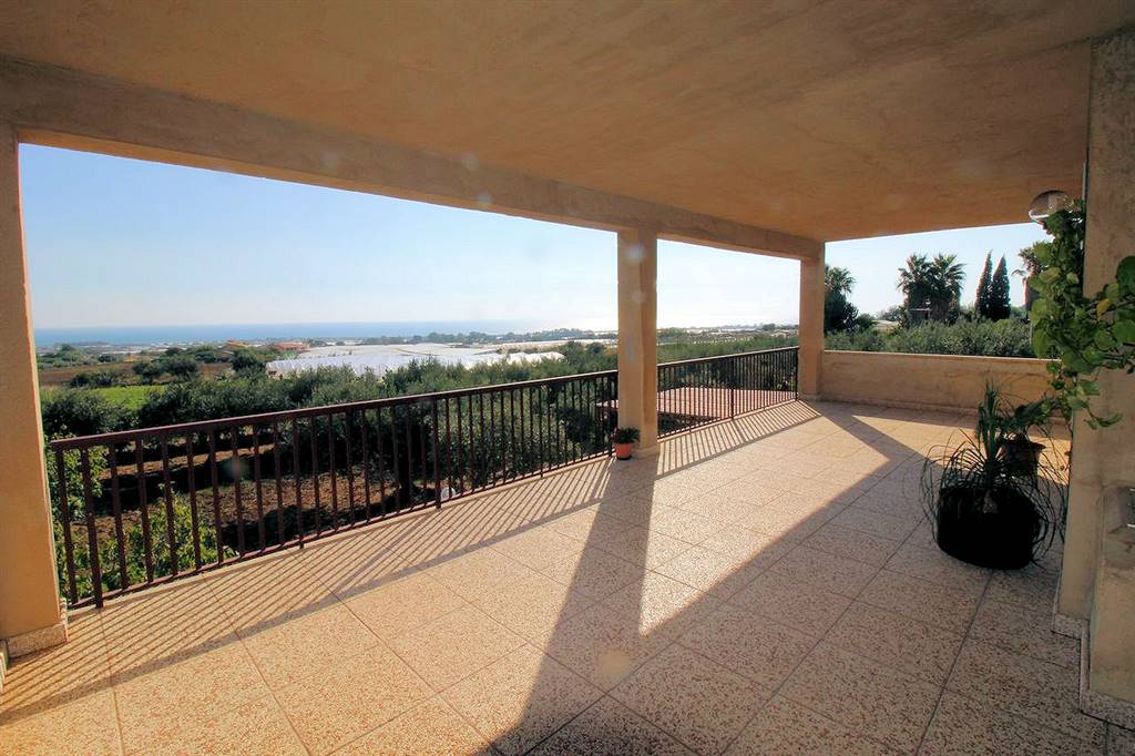 MARINA DI RAGUSA, RAGUSA, Villa for sale of 200 Sq. mt., Habitable, Heating Non-existent, Energetic class: C, Epi: 217,79 kwh/m2 year, placed at