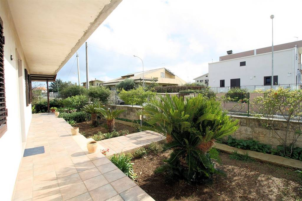 BRUSCÉ, RAGUSA, Villa for sale of 150 Sq. mt., Habitable, Heating Individual heating system, Energetic class: G, Epi: 295,38 kwh/m2 year, placed at