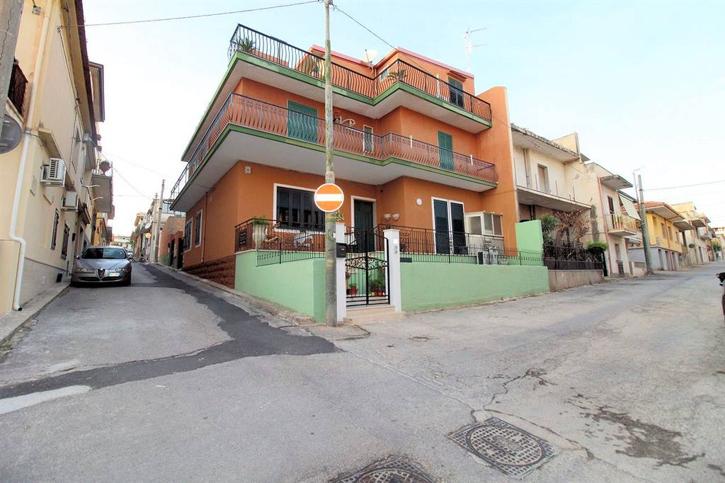 MARINA DI RAGUSA, RAGUSA, Apartment for sale of 160 Sq. mt., Habitable, Energetic class: G, Epi: 235,04 kwh/m2 year, placed at 1° on 2, composed by:
