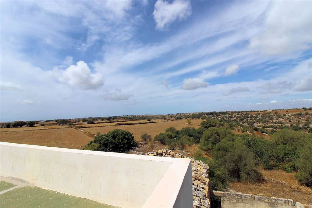 RAGUSA, Farmhouse for sale of 230 Sq. mt., Be restored, Heating Non-existent, Energetic class: G, Epi: 304,64 kwh/m2 year, placed at Ground, composed