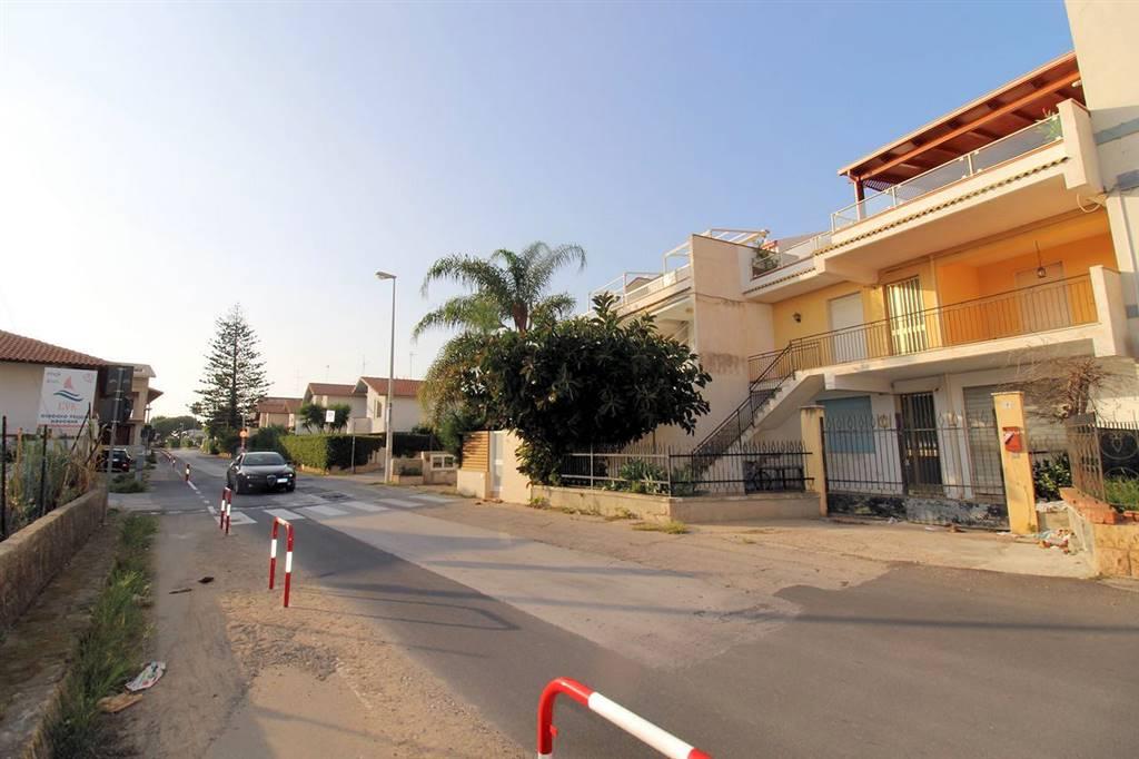 CAUCANA, SANTA CROCE CAMERINA, Wohnung zu verkaufen von 130 Qm, Bewohnbar, Heizung Nicht bestehend, am boden 1° auf 2, zusammengestellt von: 6 Raume,