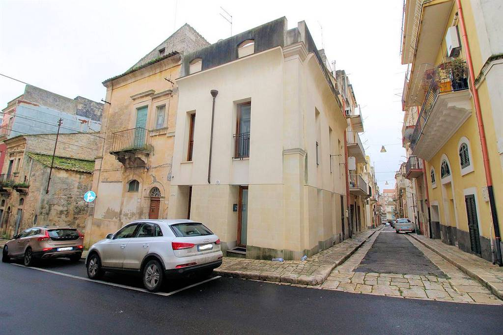 CENTRO, RAGUSA, Semi detached house for sale of 100 Sq. mt., Almost new, Heating Individual heating system, Energetic class: E, Epi: 100,48 kwh/m2