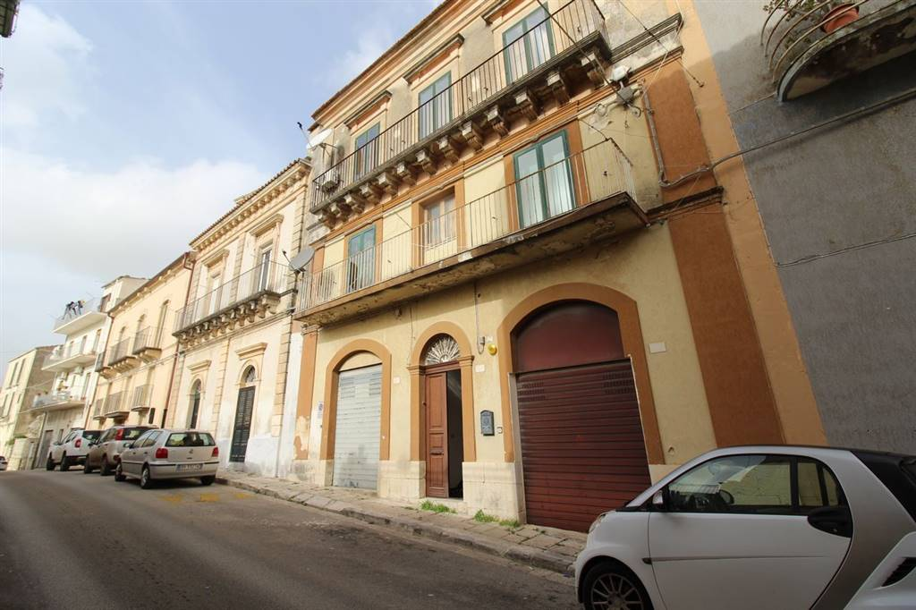 IBLA, RAGUSA, Detached house for sale of 300 Sq. mt., Habitable, Heating Individual heating system, Energetic class: G, Epi: 308,23 kwh/m2 year,