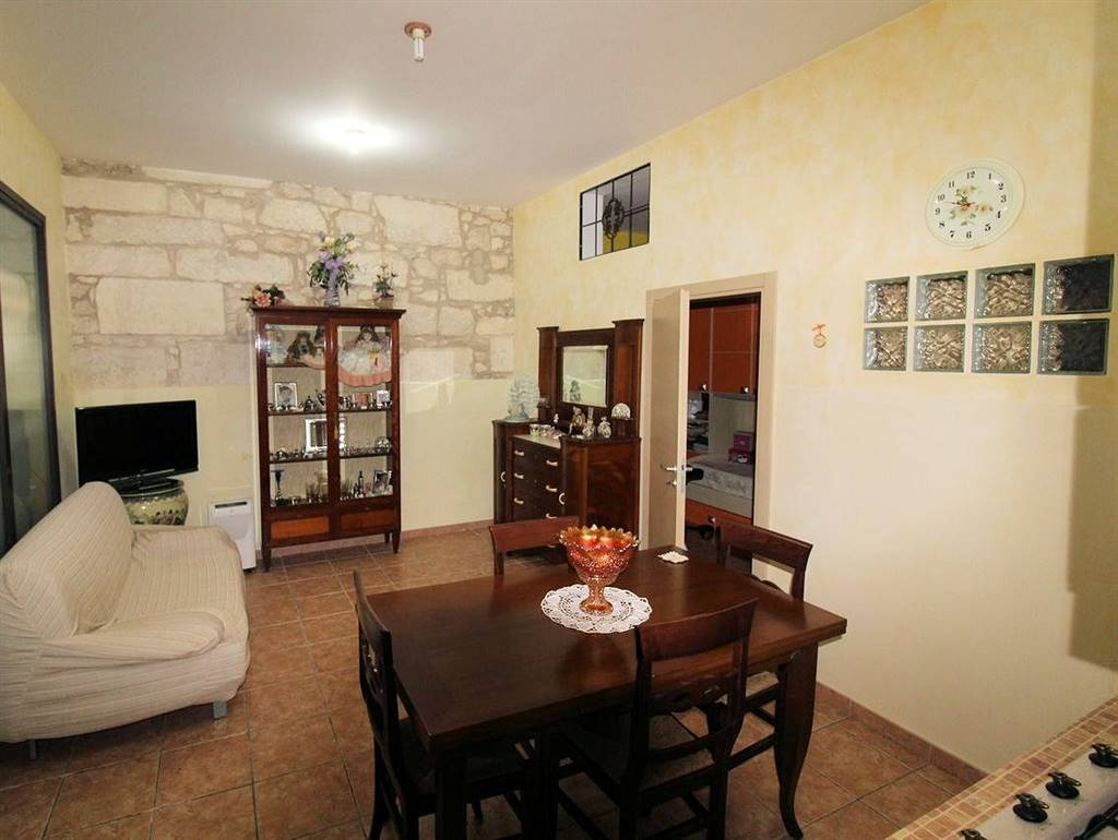 CENTRO STORICO ALTO, RAGUSA, Detached house for sale of 120 Sq. mt., Restored, Heating Individual heating system, placed at Ground on 3, composed by: