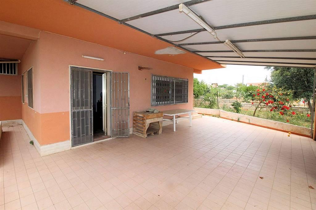 SANTA CROCE CAMERINA, Villa zu verkaufen von 240 Qm, Bewohnbar, Energie-klasse: F, Epi: 123,18 kwh/m2 jahr, am boden Land auf 1, zusammengestellt