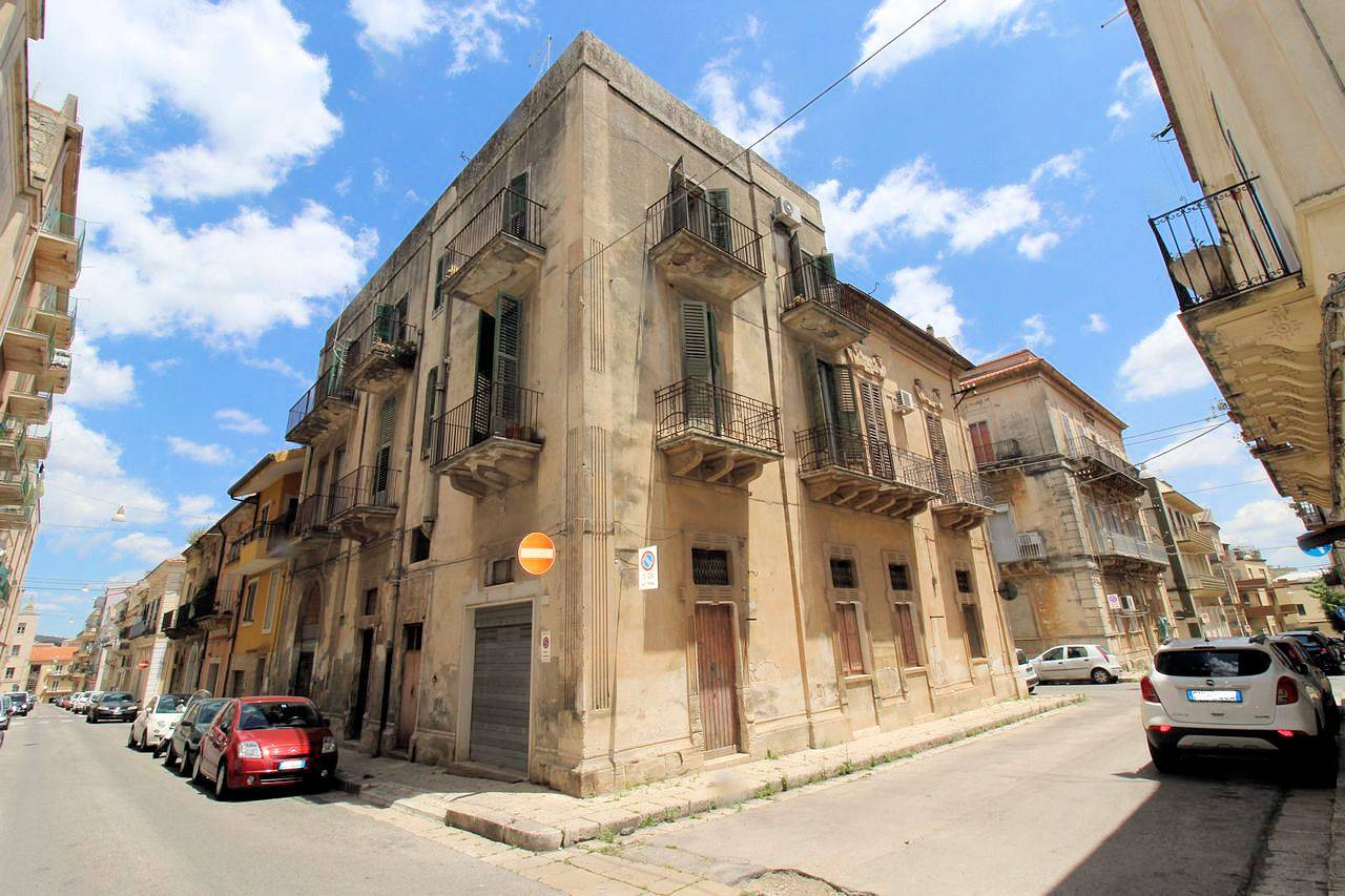 CAPPUCCINI, RAGUSA, Detached house for sale of 350 Sq. mt., Be restored, Heating Individual heating system, Energetic class: G, Epi: 280,59 kwh/m2