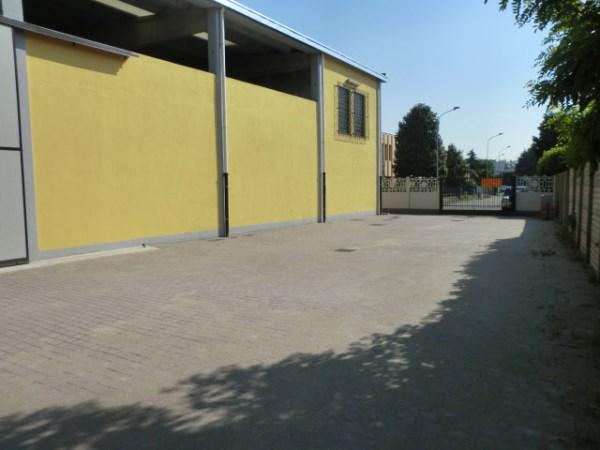 Capannone in affitto a Rozzano, 9999 locali, prezzo € 29.000 | CambioCasa.it