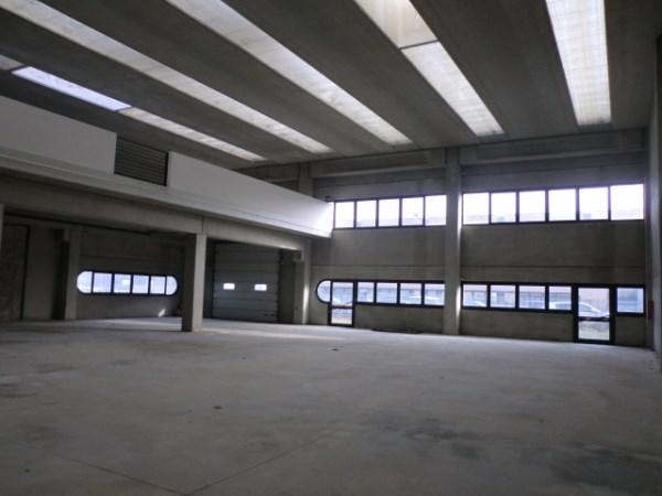 Capannone in vendita a Lacchiarella, 9999 locali, prezzo € 700.000 | PortaleAgenzieImmobiliari.it
