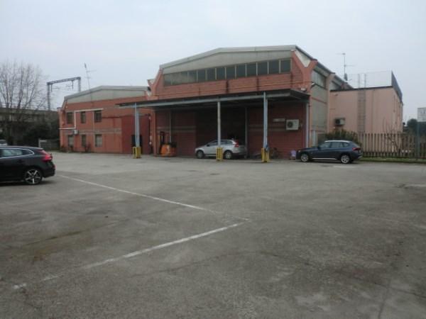 Capannone in affitto a Melegnano, 9999 locali, prezzo € 45.000 | CambioCasa.it