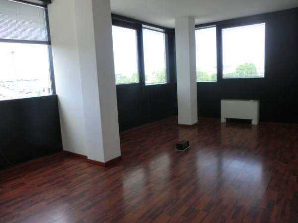 Ufficio / Studio in affitto a Assago, 9999 locali, prezzo € 55.000 | CambioCasa.it