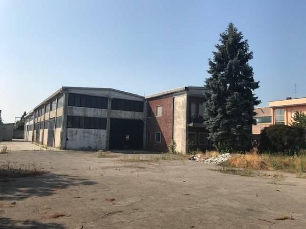 Capannone industriale, Badile, Zibido San Giacomo, da ristrutturare