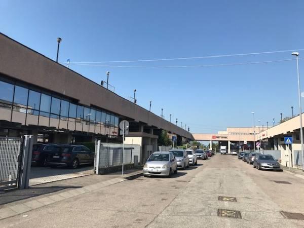 Capannone in vendita a Assago, 9999 locali, prezzo € 450.000   CambioCasa.it