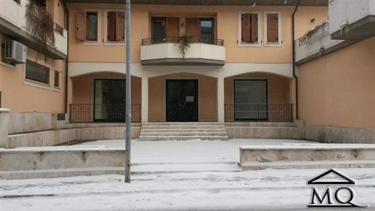 Negozio in Via Petrarca in zona Centro a Isernia