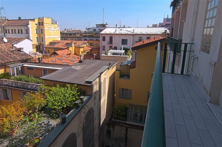 Milano, San Babila/Corso Europa Largo Augusto, in palazzo signorile con servizio di portineria affittasi ampio trilocale di 115mq così composto: