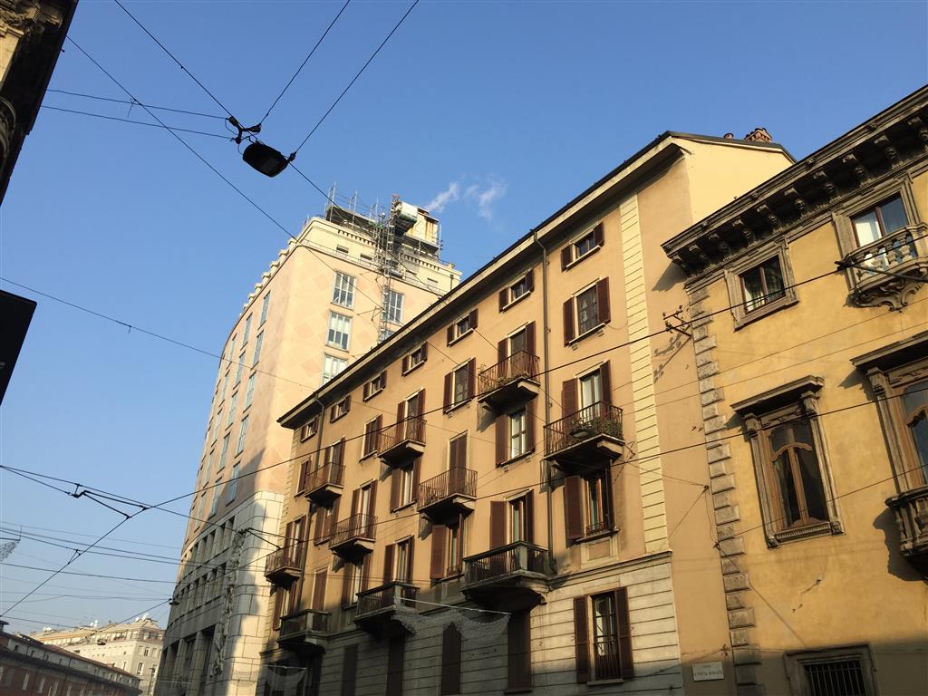 Milano, Missori, in palazzo d'epoca signorile con ascensore affittasi ampio bilocale al piano terzo su cinque. Appartamento, ristrutturato e semi