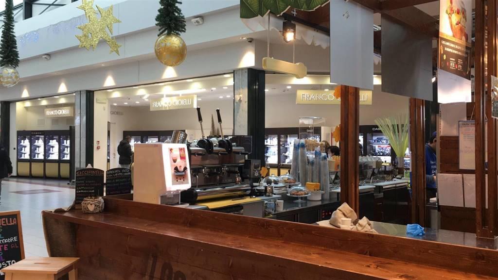 Vendesi attività di Bar Caffetteria/Frullateria all'interno di grande Centro Commerciale in Monza Brianza. Possibilità anche di gestione se