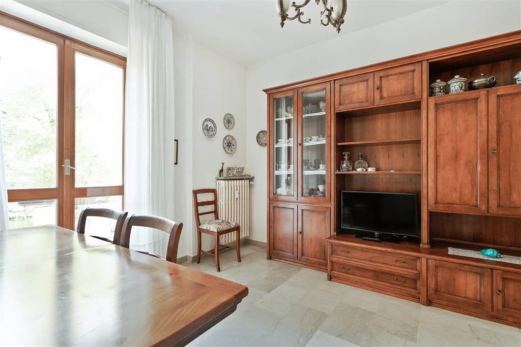 Trilocale in Via Baslini 9a, Pagnano, Merate