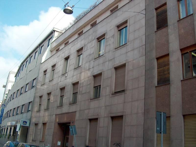 Milano, Missori, In palazzo signorile con ingresso di rappresentanza, servizio di portineria (mezza giornata), due ascensori, affittasi ampio ufficio