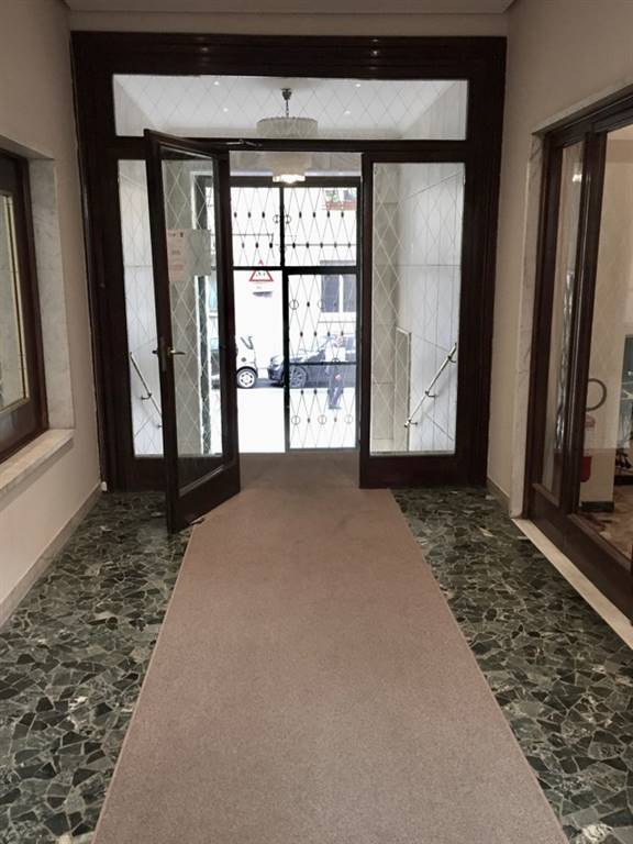 Milano, P.zza Missori MM3, C.so Italia in palazzo signorile con servizio di portineria, al piano secondo affittasi ufficio di 236 mq,
