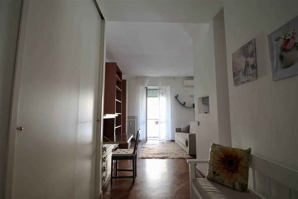 In zona centrale di Milano, Via Emilio Morosini a pochi passi da V.le Monte Nero, MM3 Porta Romana o MM3 Crocetta in palazzo signorile con giardino