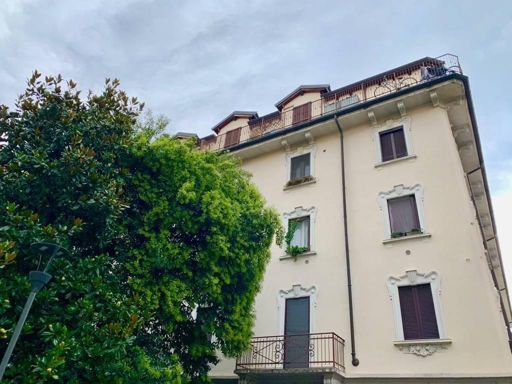 Milano, MM1 Rovereto, Turro, in via Russo, affittasi graziosa mansarda arredata così composta: ingresso con guardaroba, soggiorno con terrazzino,