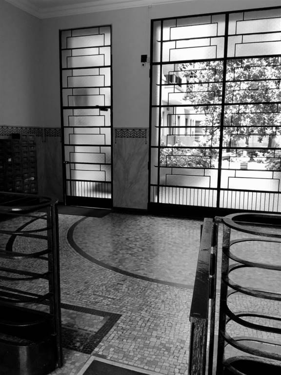 MM3 Lodi, in stabile anni trenta affittasi al piano quinto con ascensore ampio e luminoso bilocale di circa 55 mq non arredato, riqualificato, cucina
