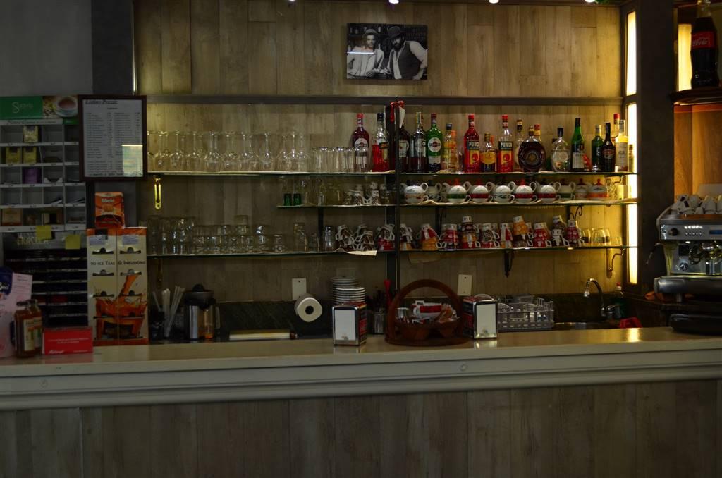 VENDITA Bar Tavola Fredda Cioccolateria nel centro di Cernusco S. Naviglio. Locale ben avviato con 30 posti a sedere interni 50/60 esterni nel dehor