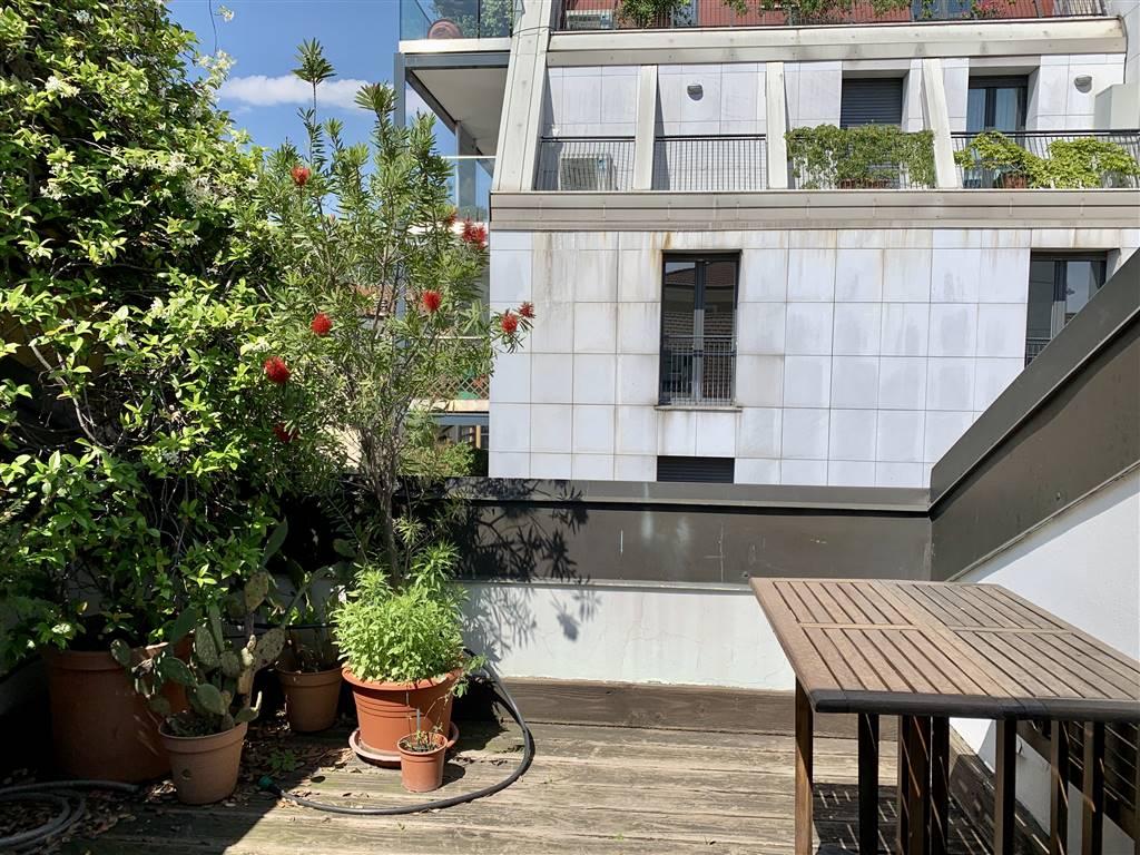 Milano centro, piazza V Giornate, porta Vittoria, in palazzo signorile di quattro piani, affittasi ampia mansarda di circa 80 mq. Piano quarto con