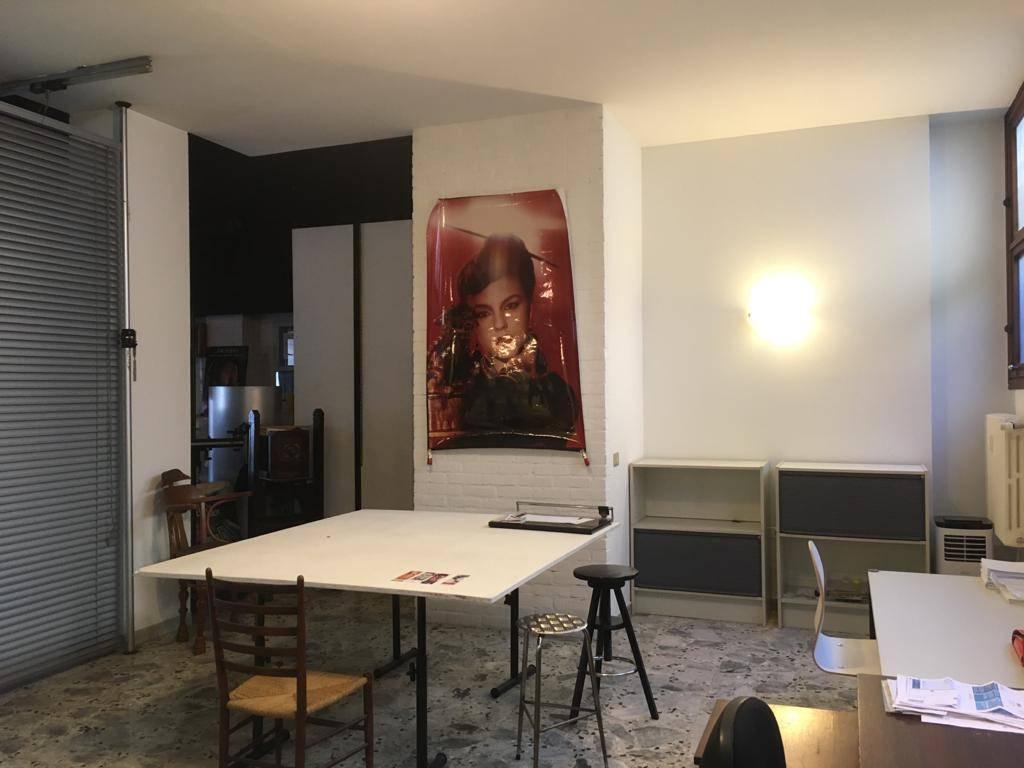 Affittasi porzione di ufficio, In piacevole contesto nel cuore di Milano, Porta Romana, precisamente in Via della Commenda, a 350mt. dalla