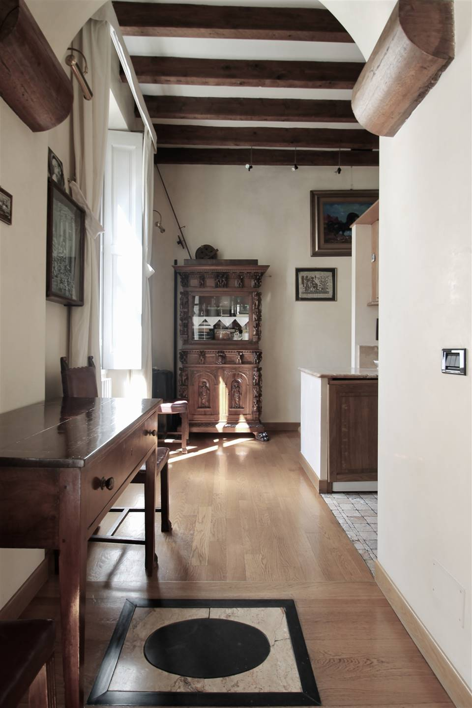 A Milano, in zona Ticinese, Darsena, Navigli, vendesi bilocale di circa 50 mq, ristrutturato da un Architetto professionista che ne ha curato i